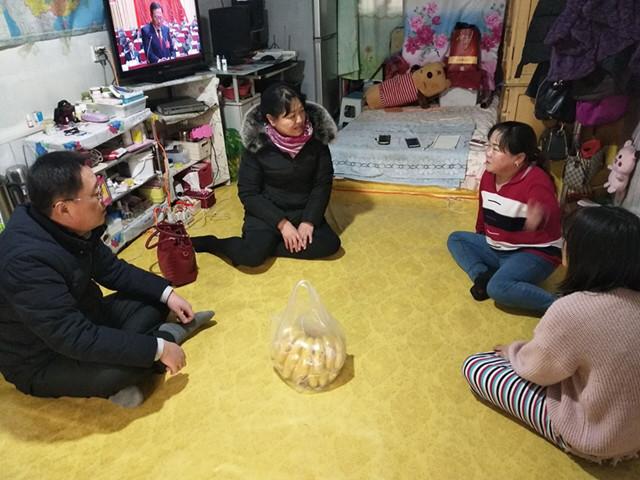 珲春市靖和街道残联关心走访贫困残疾人家庭.jpg