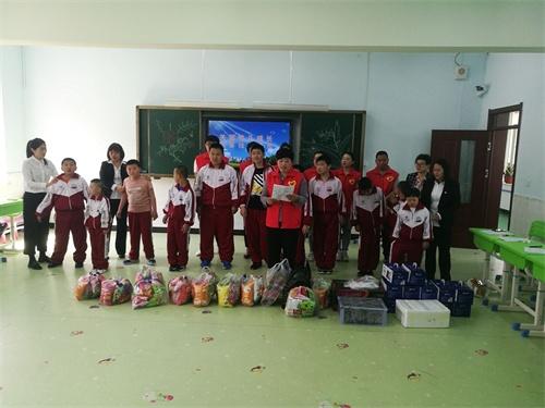 图为通化市柳河县残联走访慰问育智教育学校